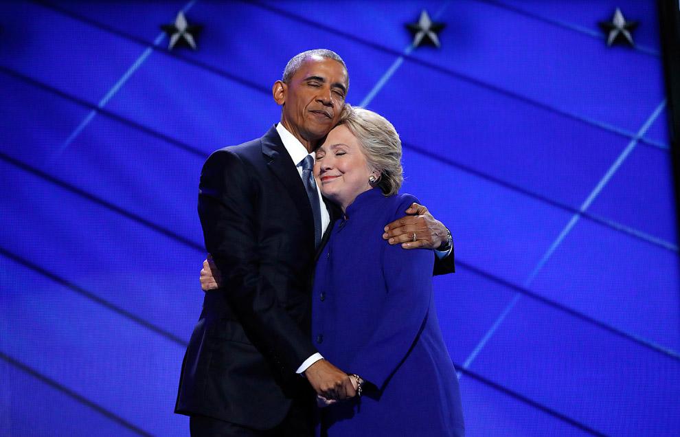 Хиллари Клинтон и президент США Барак Обама на съезде Демократической партии в Филадельфии