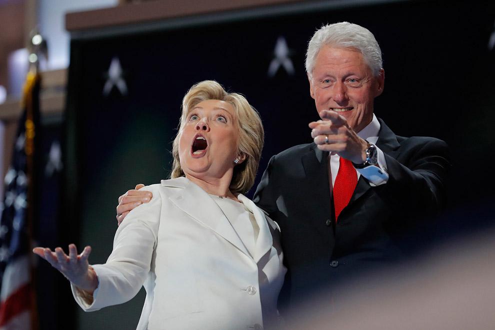 Кандидат в президенты США Хиллари Клинтон и ее муж, бывший президент Билл Клинтон