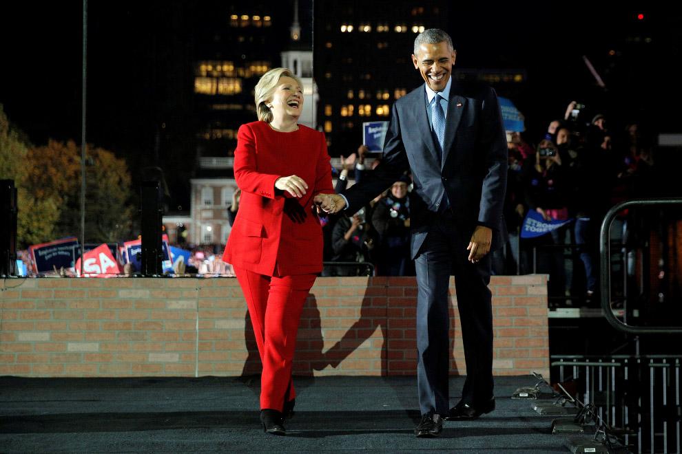 Кандидат в президенты США Хиллари Клинтон и Барак Обама на предвыборном митинге в Филадельфии