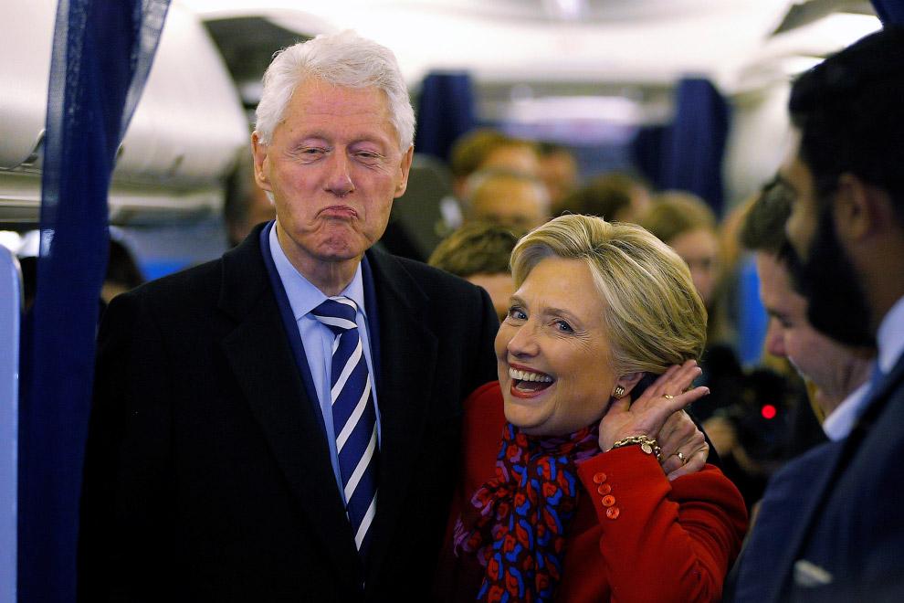 Хиллари Клинтон и ее муж, бывший президент США Билл Клинтон в Филадельфии, штат Пенсильвания
