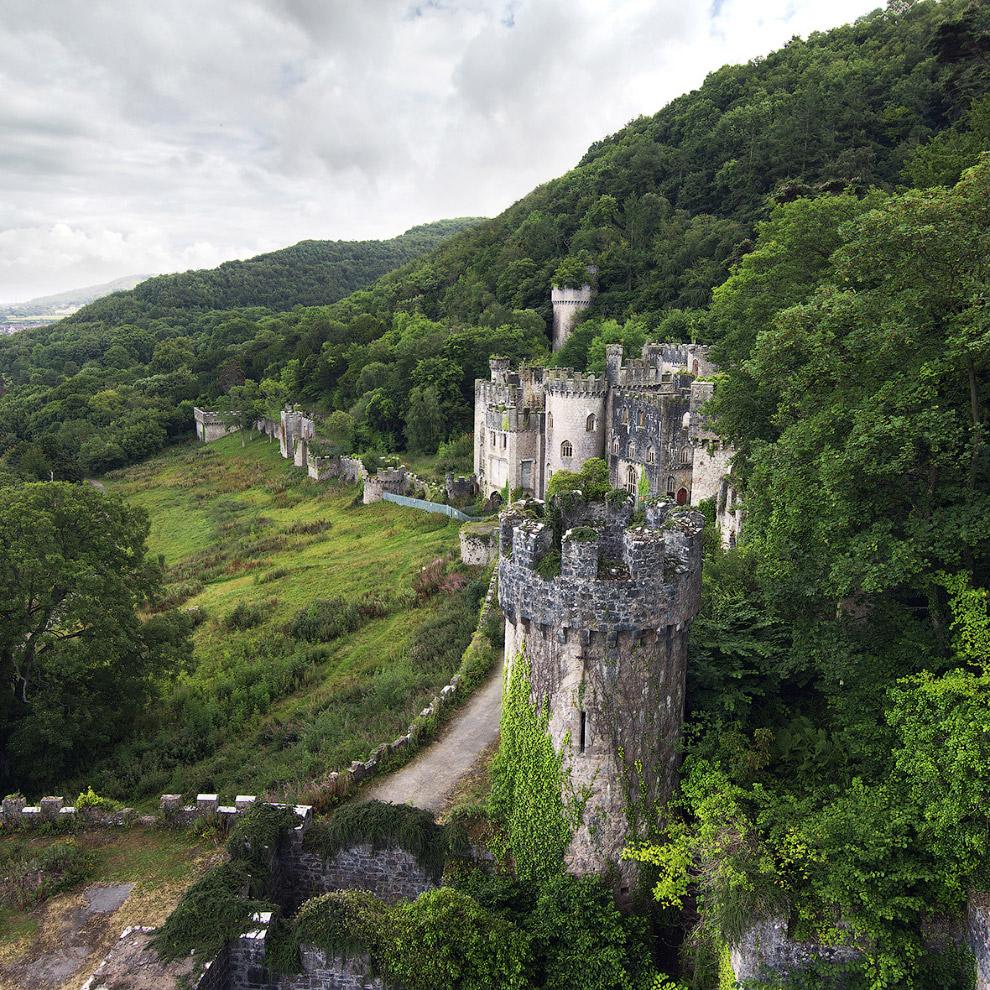 Разрушенный замок в Уэльсе