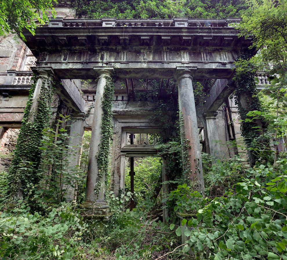 Руины заброшенного поместья в Северном Уэльсе
