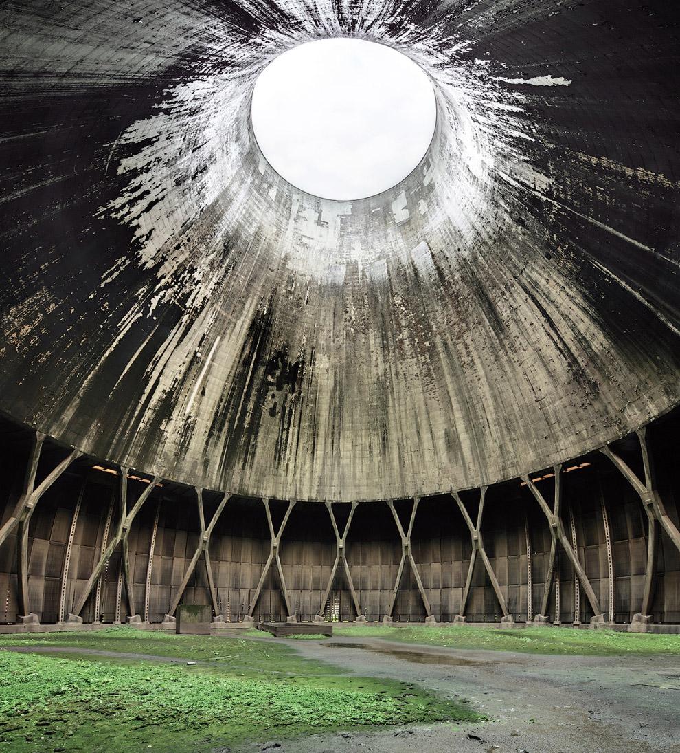 Головокружительный интерьер огромной градирни в Бельгии