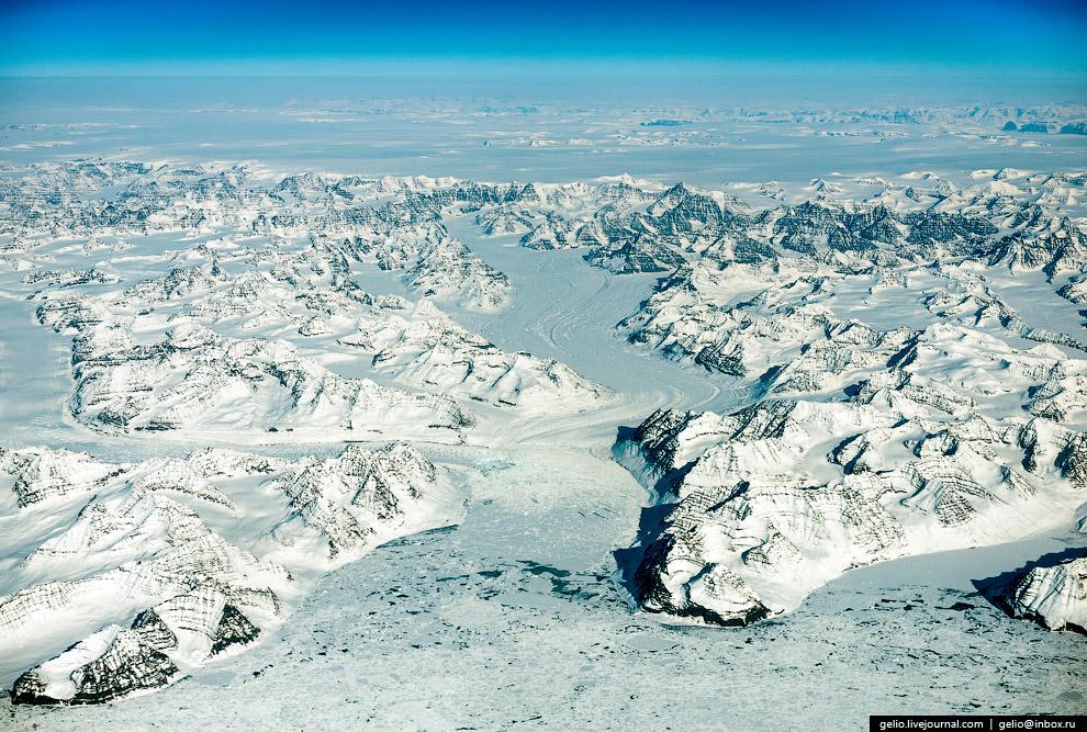 Гренландия — крупнейший остров на Земле. Принадлежит Дании.