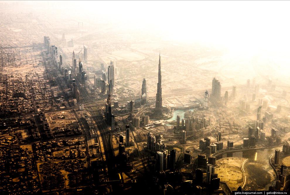 Бурдж-Халифа в Дубае — самое высокое сооружение в мире. Форма здания напоминает сталагмит.