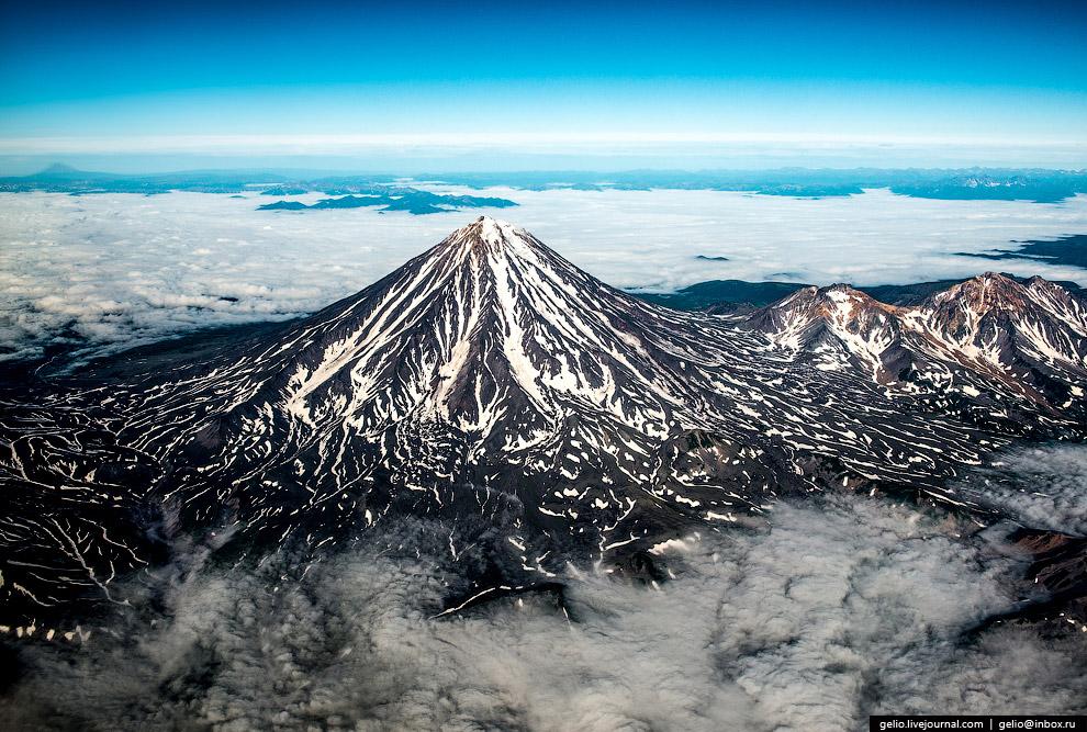 Авачинская Сопка — действующий вулкан на Камчатке.