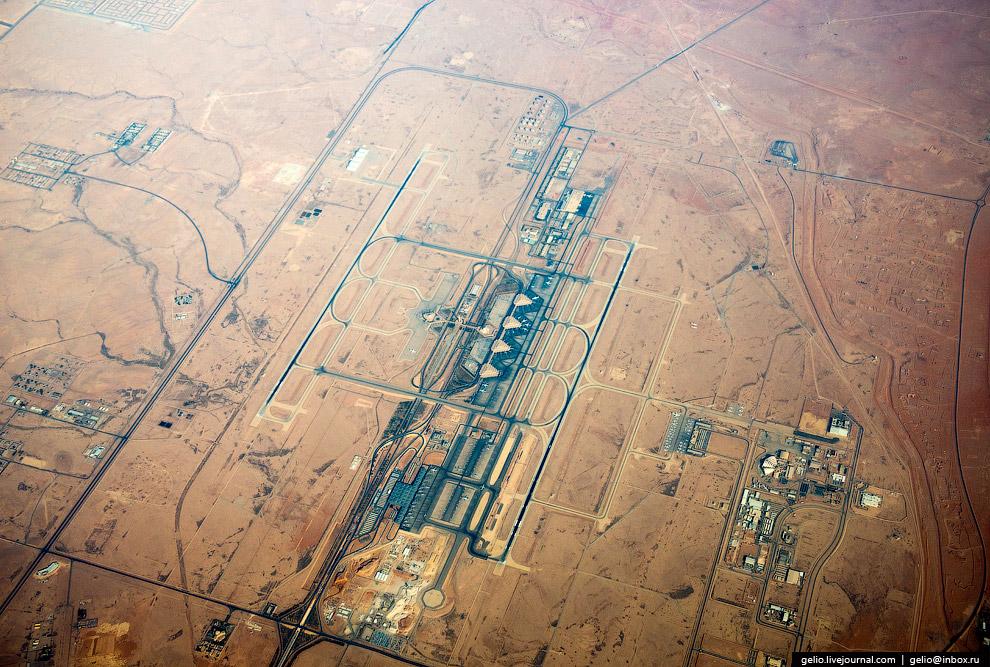 Международный Аэропорт им. Короля Халида в Эр-Рияде, столице Саудовской Аравии.