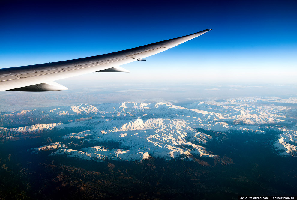 Крыло Дримлайнера в небе над Морокко.