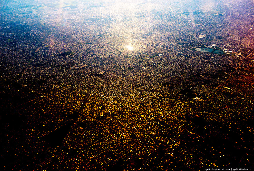 Блик солнца в кварталах Буэнос-Айреса.