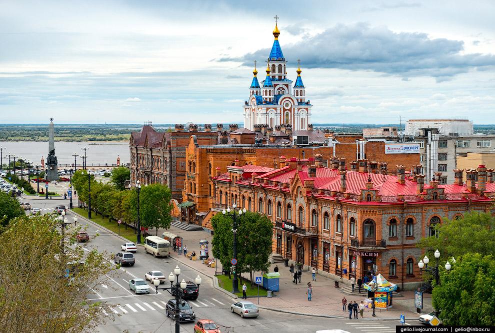 Комплекс исторических зданий на нечетной стороне в начале улицы Муравьёва-Амурского