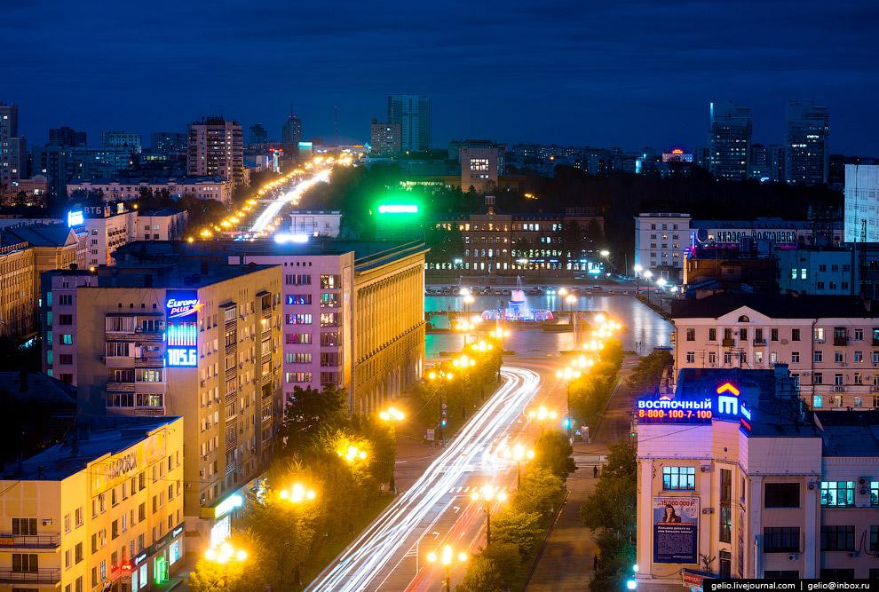 Улица Муравьёва-Амурского выходит на главную площадь Хабаровска – площадь Ленина.