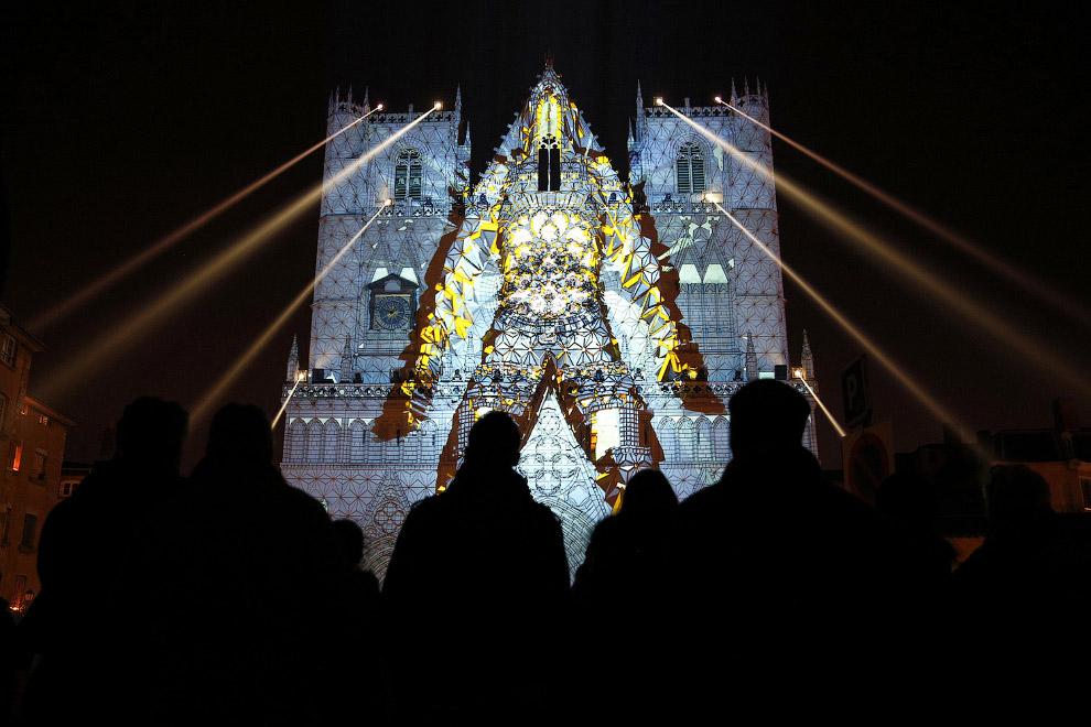Ночное световое шоу в Лионе, Франция
