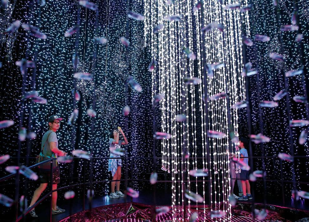 Но всех по рождественской иллюминации переплюнул Сингапур