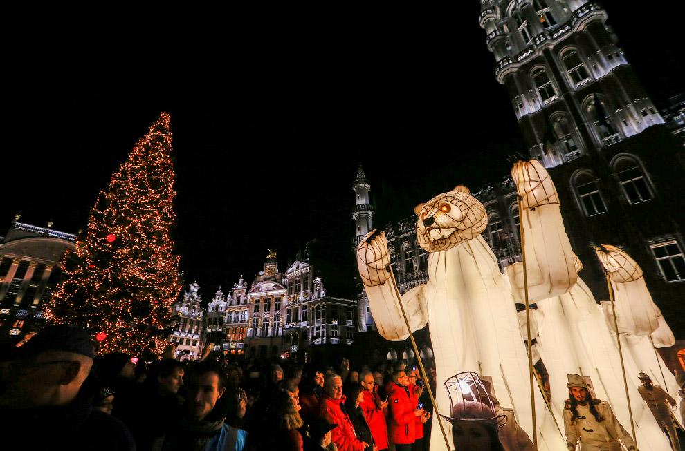 Световые медведи на площади Гранд-плас в Брюсселе