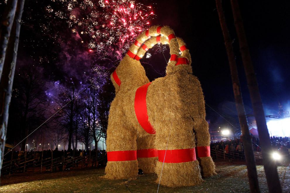 Новогодняя коза в Евле, Швеция