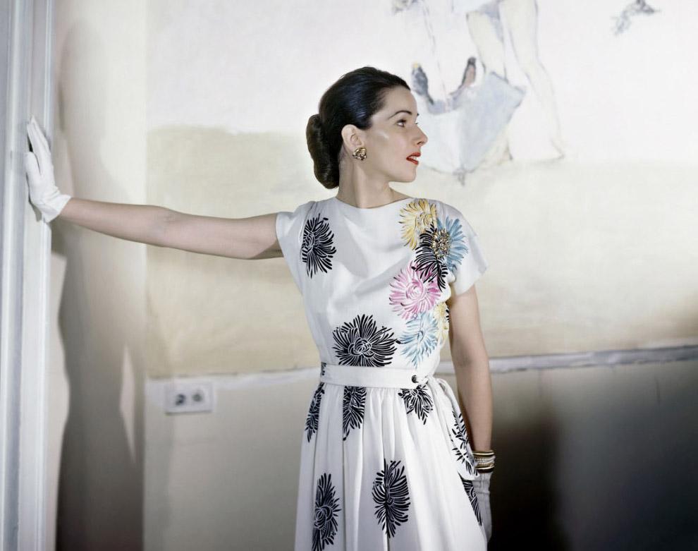 В платье из исскуственного шелка. Апрель 1946 года.