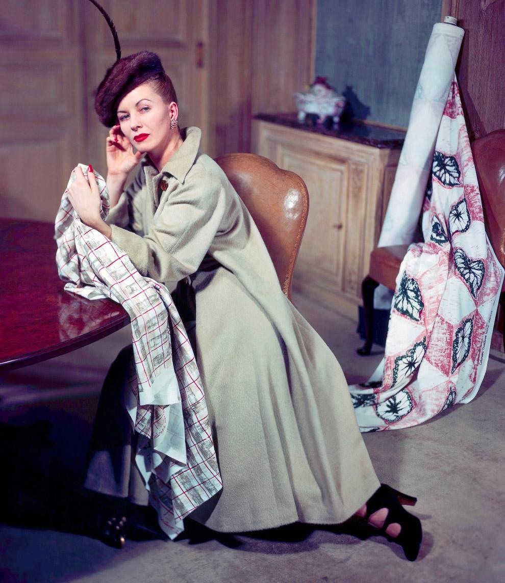 Пальто от Эльзы Шиапарелли. Фото Женевьев Нейлор, 1947 год.