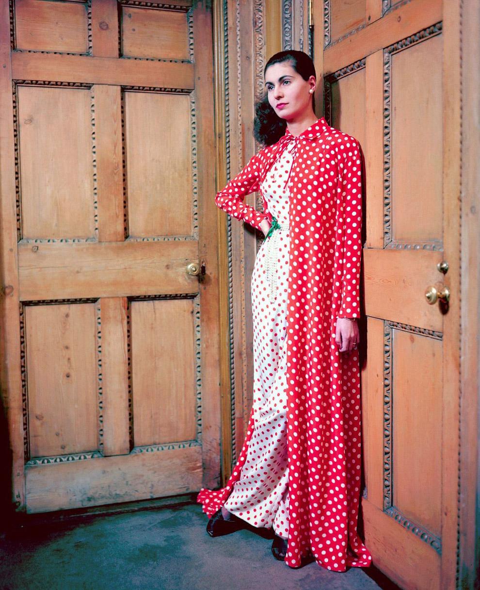 Графиня Де Куинтанилла в одежде от Мэри Блэк. Фото Женевьев Нейлор, 1948 год.