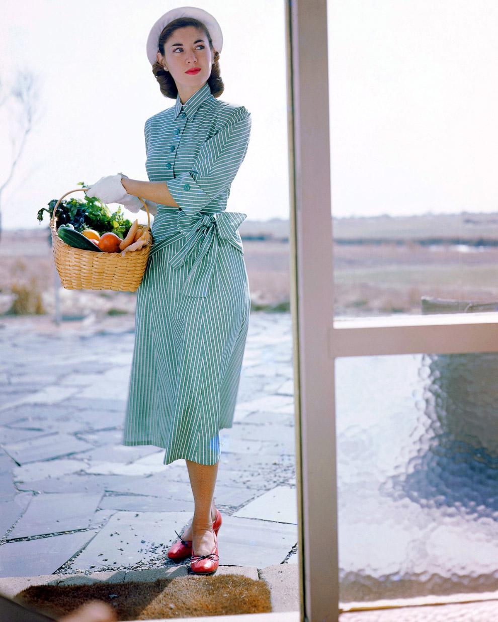 Платье от Джозет Уокер и шляпка от Сэлли Виктор. Фото Женевьев Нейлор, 1949 год.