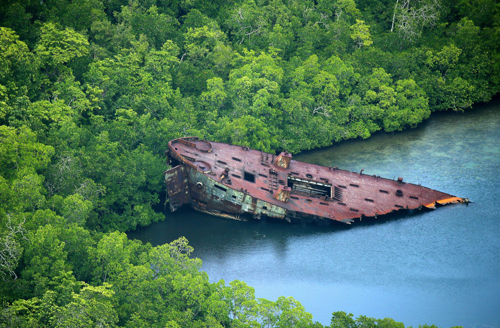 Обломки американского военного транспортника на Соломоновых Островах