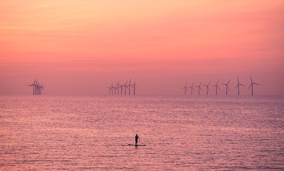Рыбак в Ливерпуль-Бей в Ирландском море