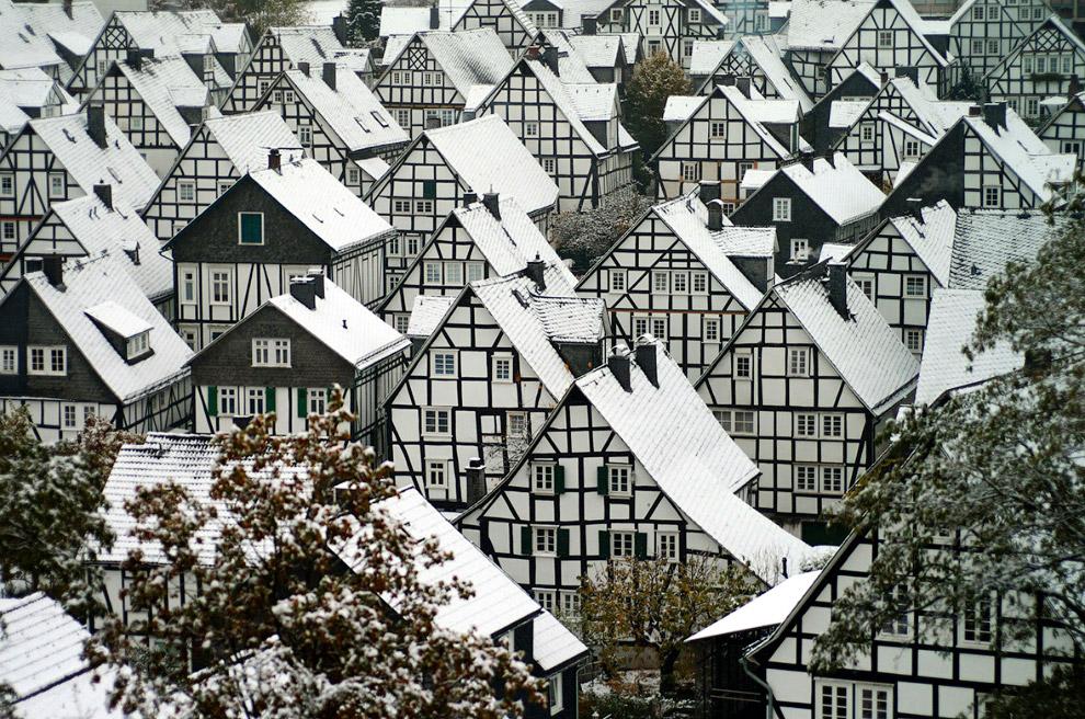 Снежные крыши немецкого городка Freudenberg