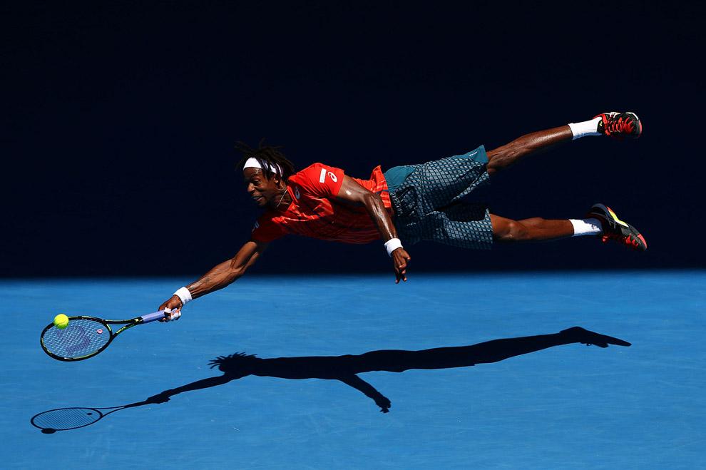 Теннисист из Франции Гаэль Монфис в матче турнира Большого Шлема в Австралии против нашего Андрея Кузнецова