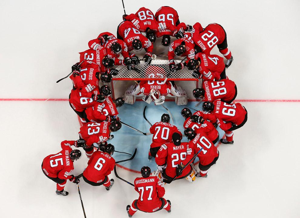 Игроки Швейцарии перед матчем в Казахстаном в Москве, Россия