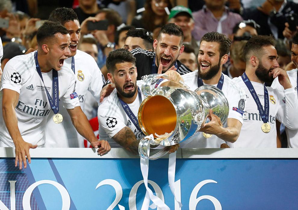 Реал из Мадрида празднует победу в Лиге Чемпионо