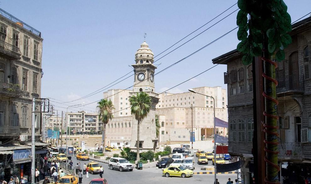 Башня с часами на площади Баб Аль-Фарадж в Старом городе