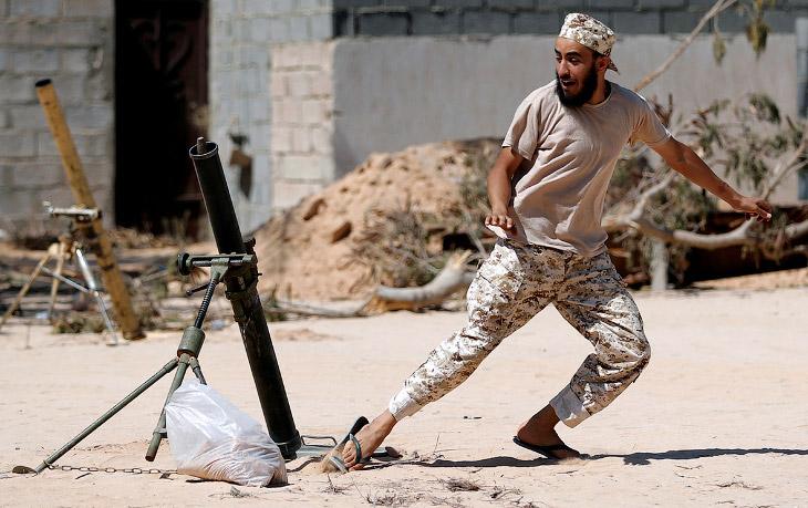 Стрельба из миномета по позициям ИГИЛ в Сирте