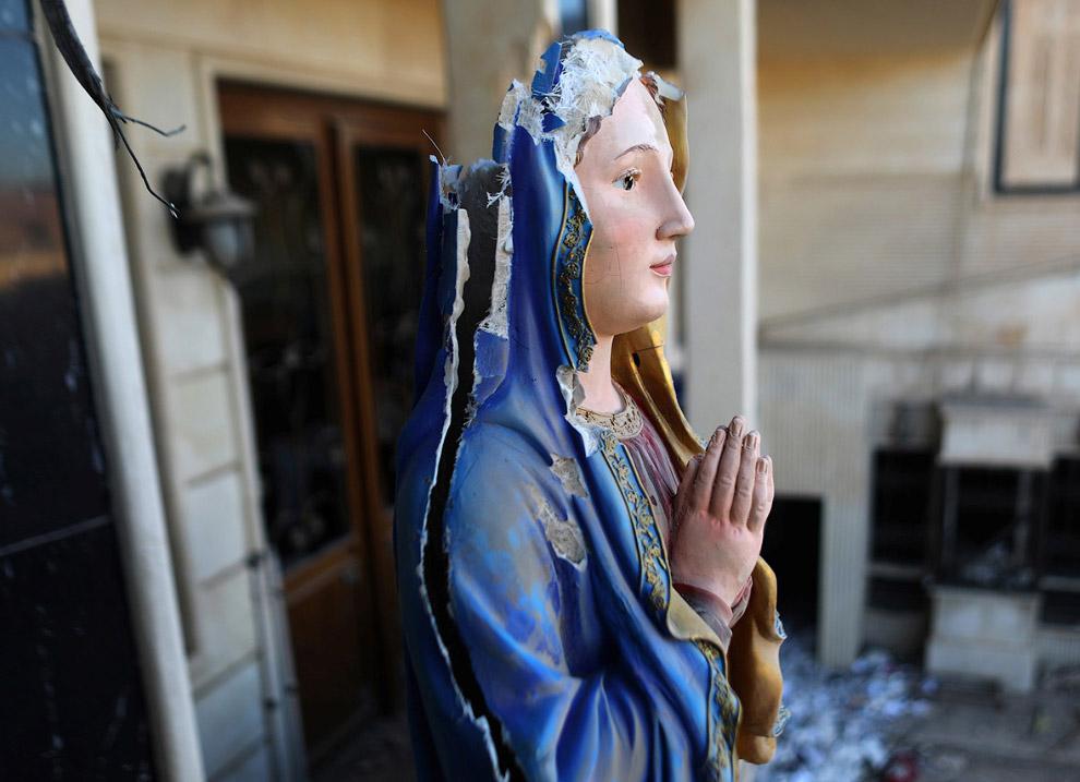 Остатки статуи Девы Марии, Мосул, Ирак