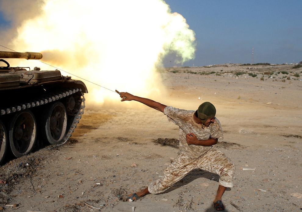 Стрельба из танка Т-55 в Сирте, Ливия