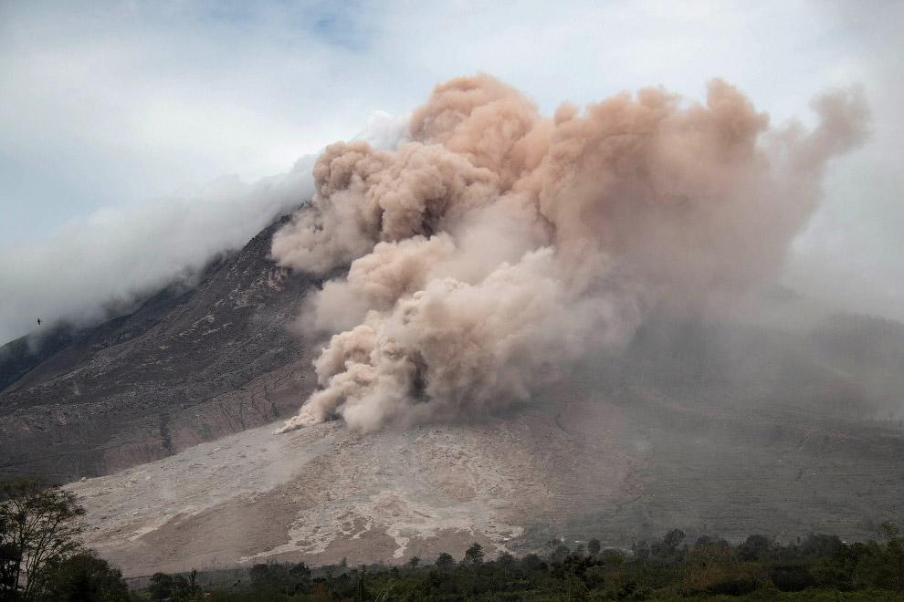 И снова буянит вулкан Синабунг