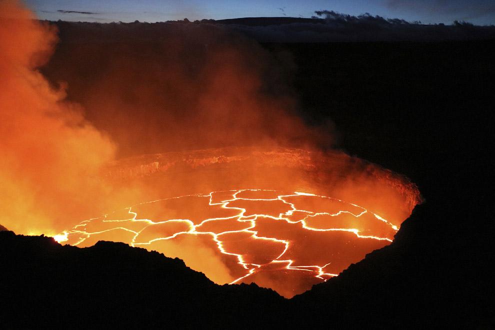 Это активный щитовидный вулкан Килауэа на острове Гавайи