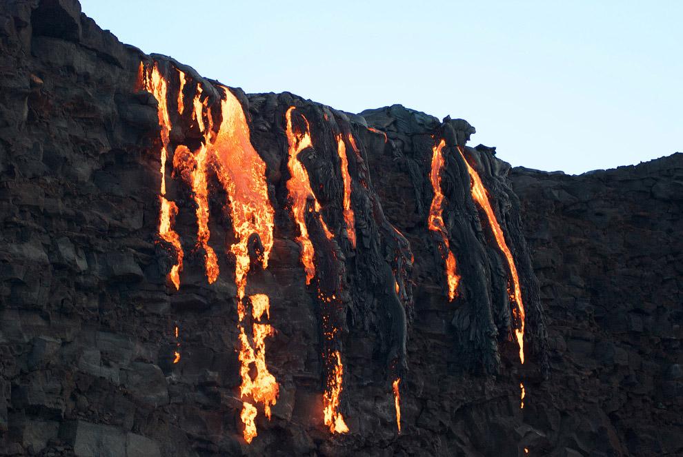 Падение лавы из Килауэа в Тихий океан — красивое зрелище