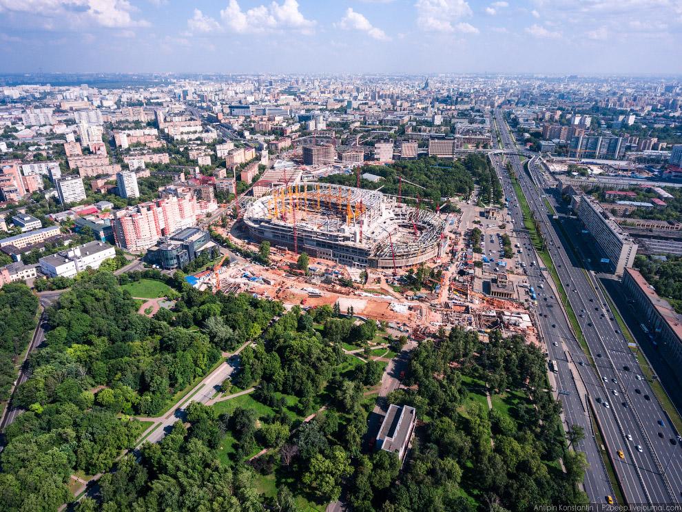 Строящийся стадион «Динамо». Реконструкцией это назвать сложно.