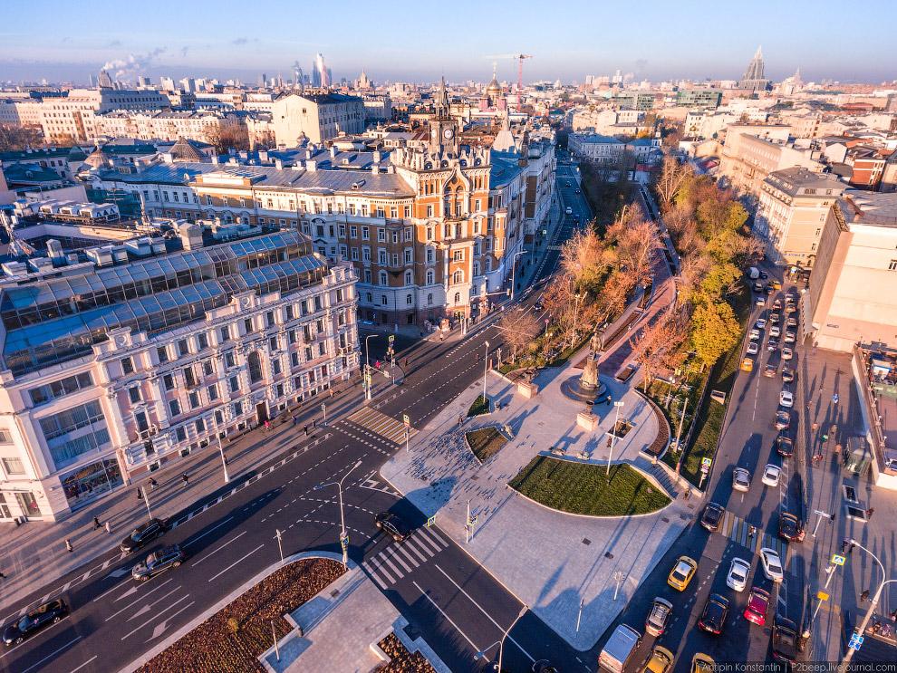 Сретенский бульвар, памятник Шухову.
