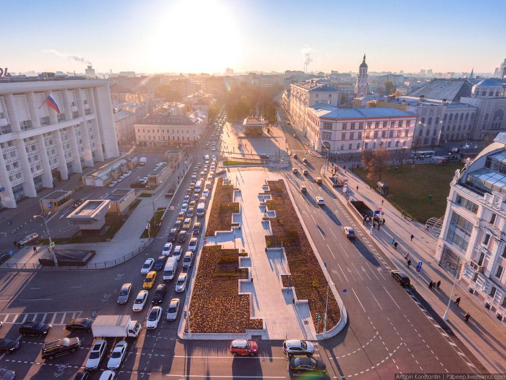 Площадь Мясницкие Ворота и вестибюль станции метро «Чистые пруды».