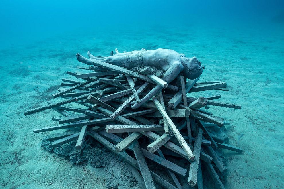 Это подводная инсталляция под названием «Бессмертные»
