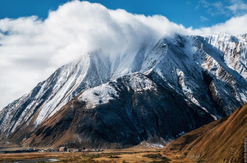 Село Каноби у подножия горы Сут (2983 м)