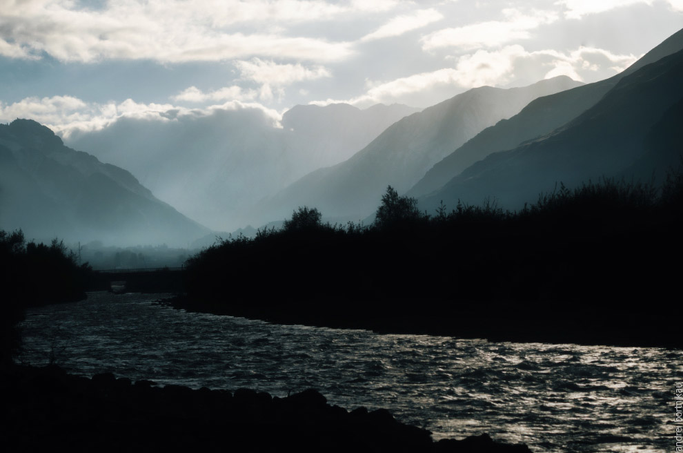 Река Терек на фоне гор