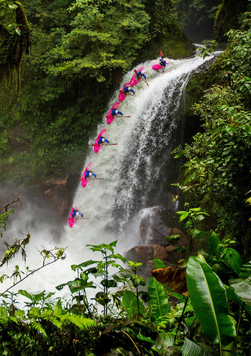 Серия кадров, показывающая преодоление сложного водопада