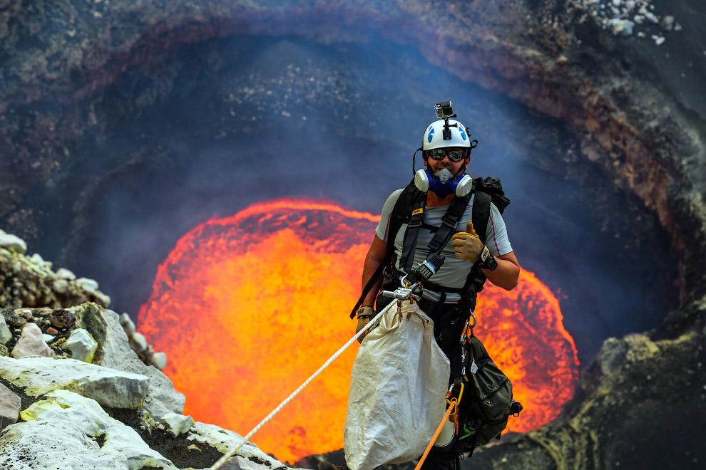 Кратер Марум вулкана Амбрим в провинции Малампа на одноимённом острове Вануату