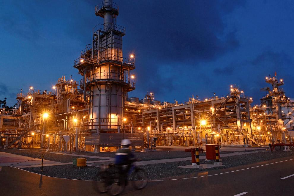 Нефтяники в Индонезии