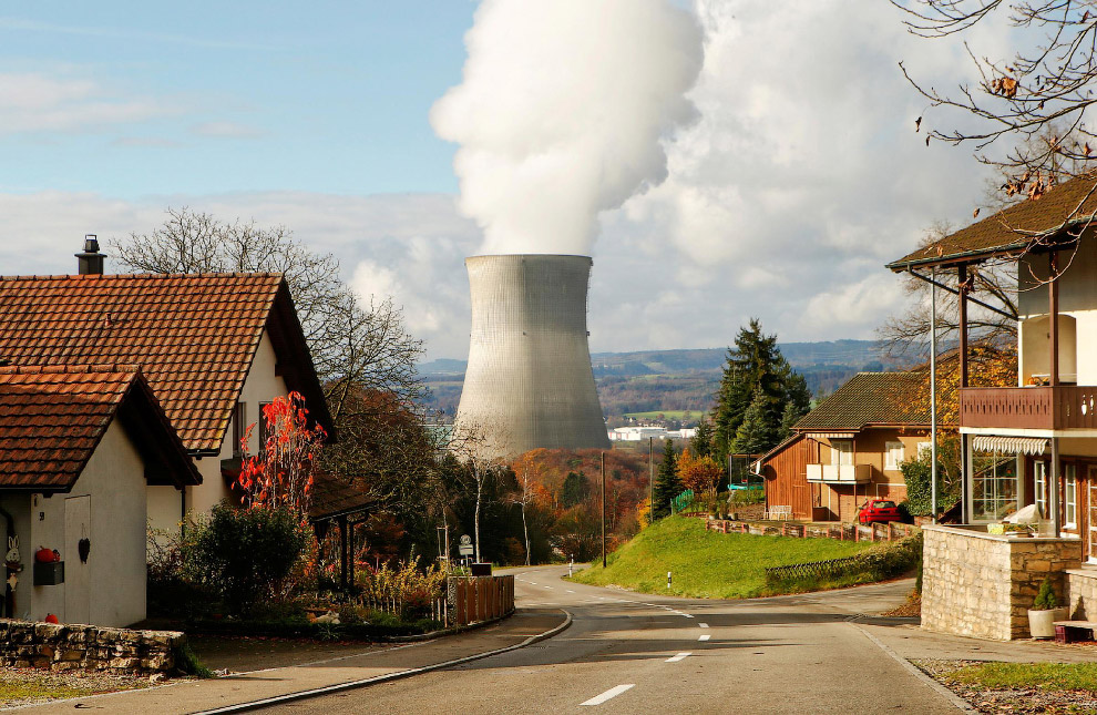 Градирня атомной электростанции в Швейцарии