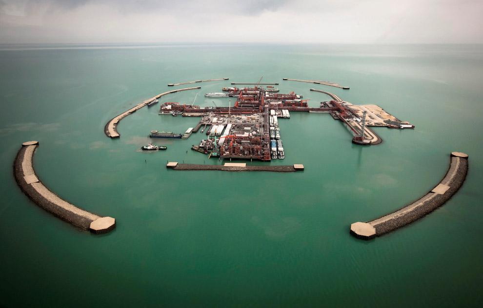 Кашага́н — крупное шельфовое нефтегазовое месторождение Казахстана