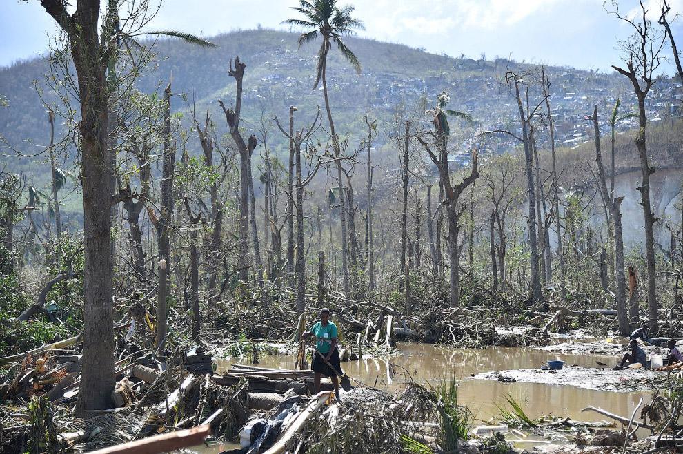 Власти Гаити заявили, что ураган «Мэтью», затронувший юг страны в начале октября, нанес стране ущерб и экономические убытки в размере 1,89 миллиардов долларов