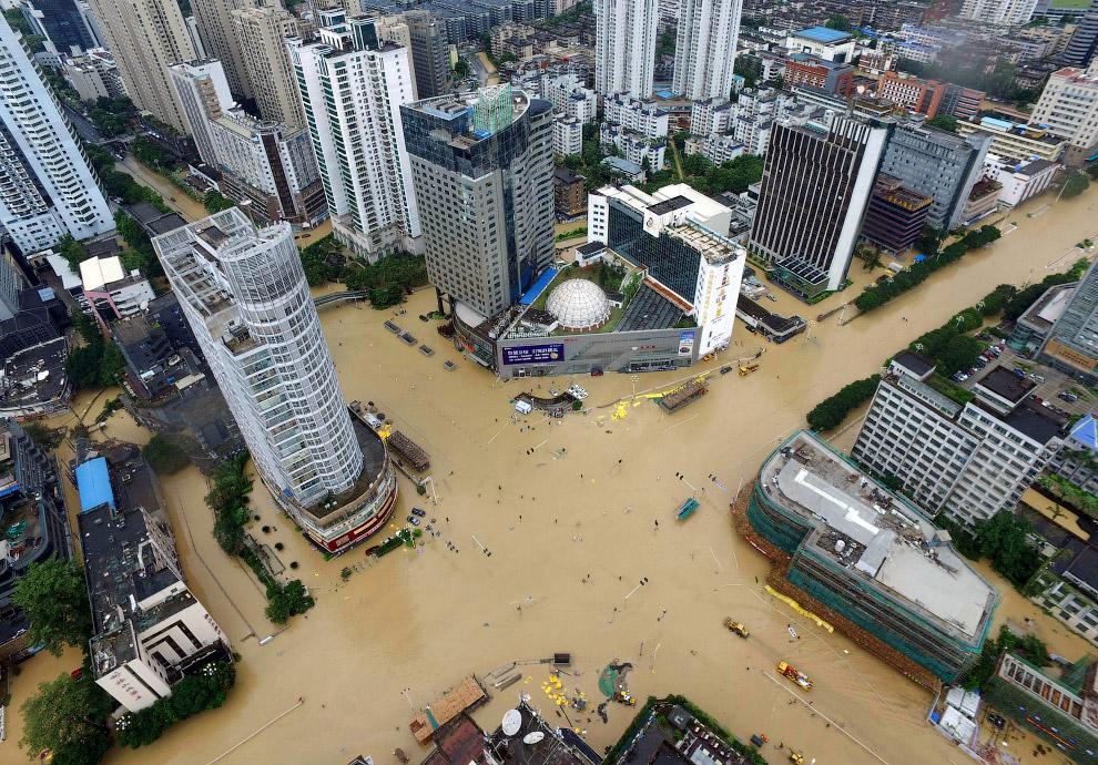 В июле из-за проливных дождей в Китае были эвакуированы около 150 миллионов человек, 56 тысяч домов разрушены
