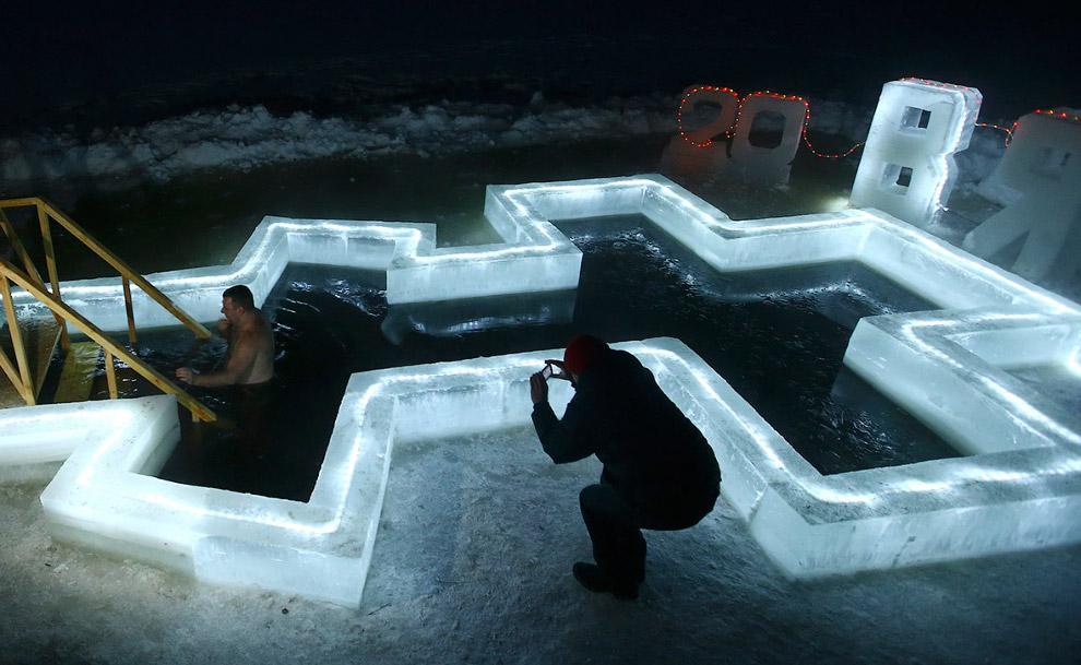Очень технологичная купель с подсветкой, Беларусь